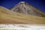Licancabur - 5960 m n.m. od Laguna Blanca (4200 m n.m.); SW Bolivia